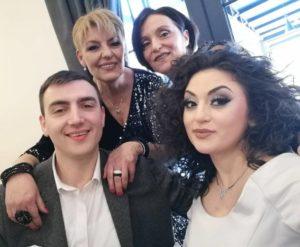 Дамјан и Елена со нивните мајки